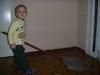 Леонов Денис убирает в палате